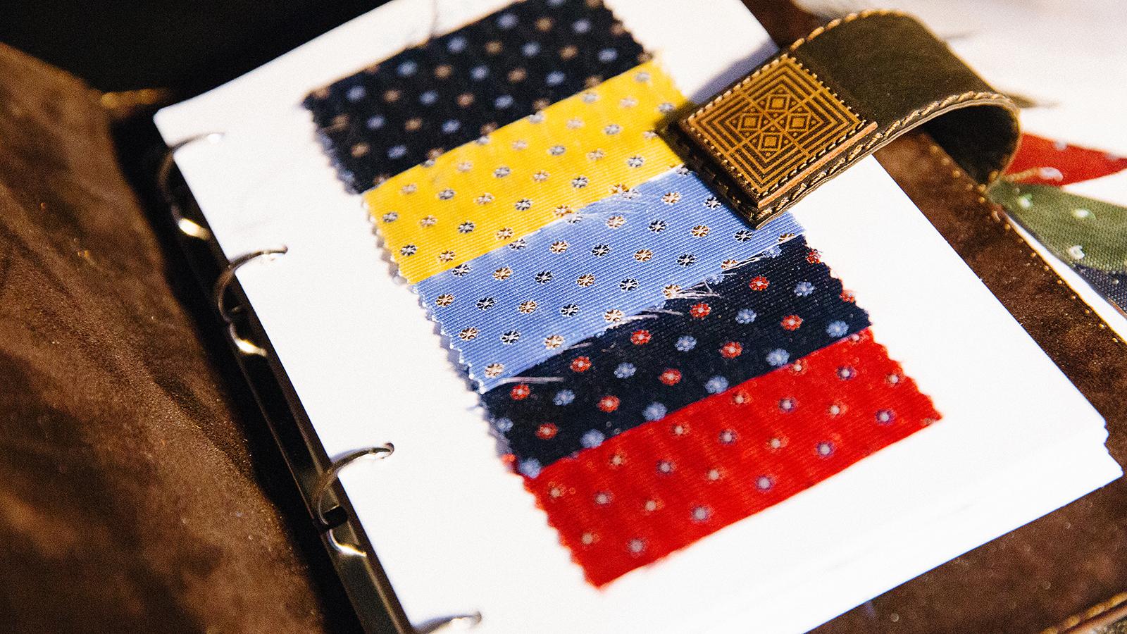 Examinam țesăturile curente pentru cravate